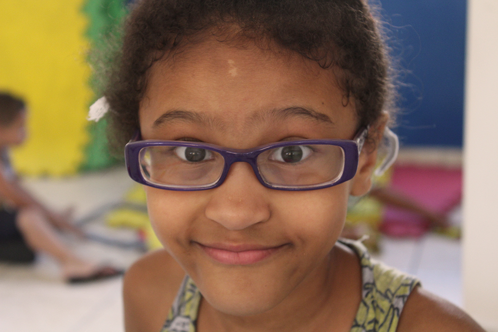 Criança participante do Espaço Girassol